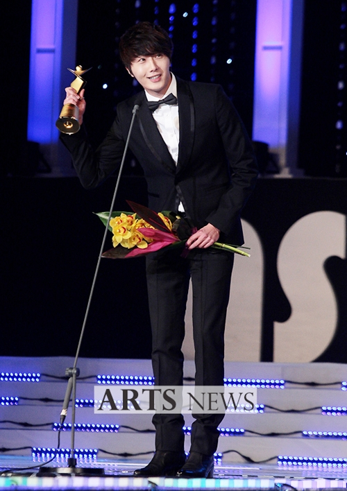 2012 1 18 Jung II-woo in Asia Model Awards 00001