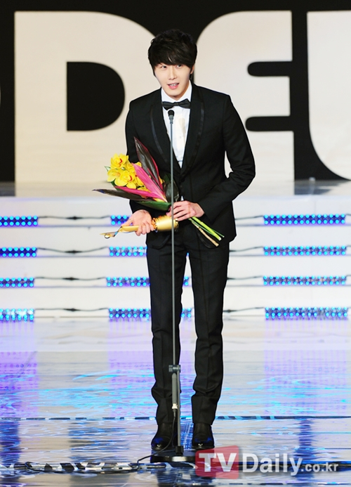 2012 1 18 Jung II-woo in Asia Model Awards 00004