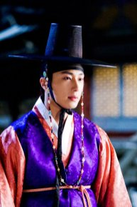 2012 2 Jung II-woo in The Moon that Embraces the Sun Episode 1 BTS 00005