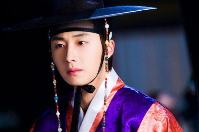 2012 2 Jung II-woo in The Moon that Embraces the Sun Episode 1 BTS 00006