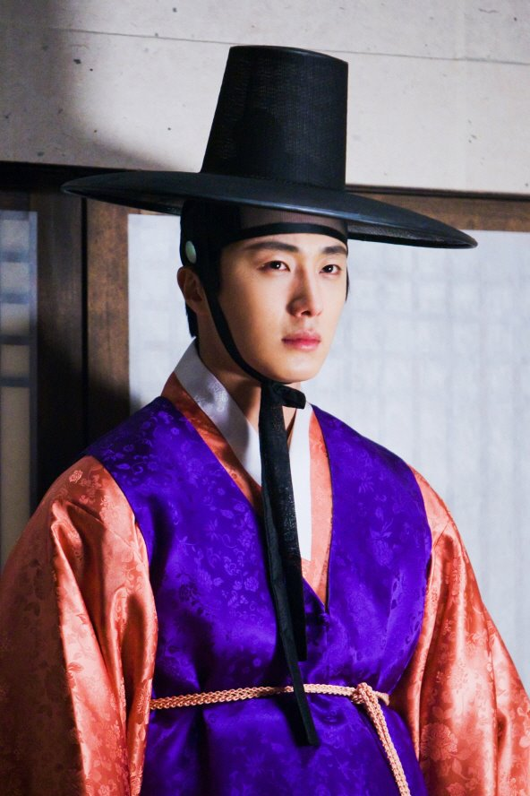 2012 2 Jung II-woo in The Moon that Embraces the Sun Episode 1 BTS 00011