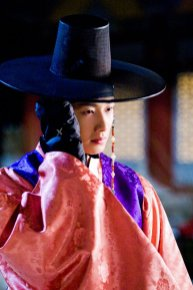 2012 2 Jung II-woo in The Moon that Embraces the Sun Episode 1 BTS 00012