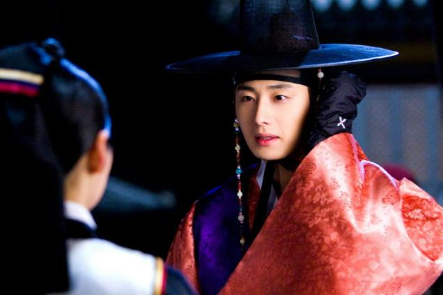 2012 2 Jung II-woo in The Moon that Embraces the Sun Episode 1 BTS 00016