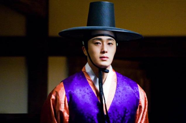 2012 2 Jung II-woo in The Moon that Embraces the Sun Episode 1 BTS 00022