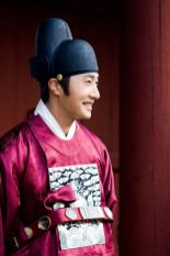 2012 2 Jung II-woo in The Moon that Embraces the Sun Episode 13 BTS 00001