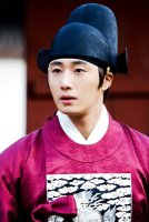 2012 2 Jung II-woo in The Moon that Embraces the Sun Episode 13 BTS 00004