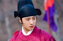 2012 2 Jung II-woo in The Moon that Embraces the Sun Episode 13 BTS 00012