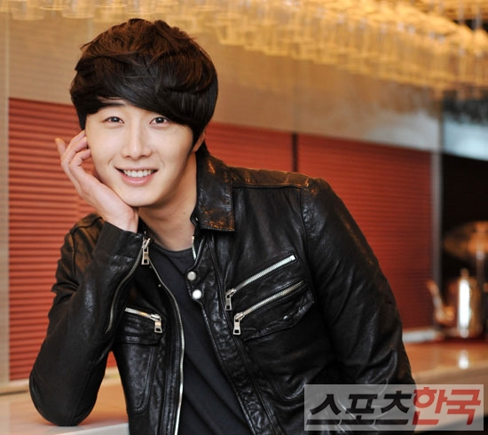 2012 3 19 Jung II-woo EDaily Interview 00004