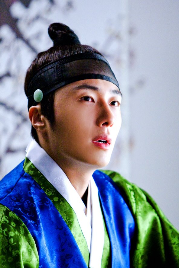 2012 Jung II-woo in The Moon Embracing the Sun Episode 6 Extras BTS 00022