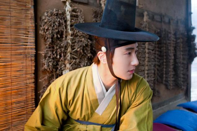 2012 Jung II-woo in The Moon Embracing the Sun Episode 7 Extras BTS 00001