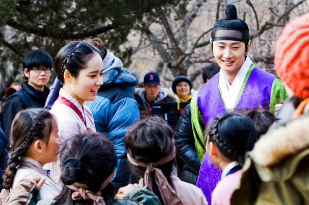 Jung II-woo in The Moon that Embraces the Sun BTS Episode 15 00005