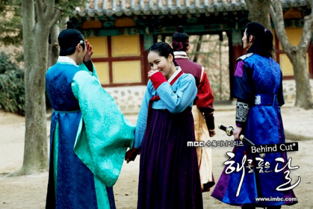 Jung II-woo in The Moon that Embraces the Sun BTS Episode 17 00003