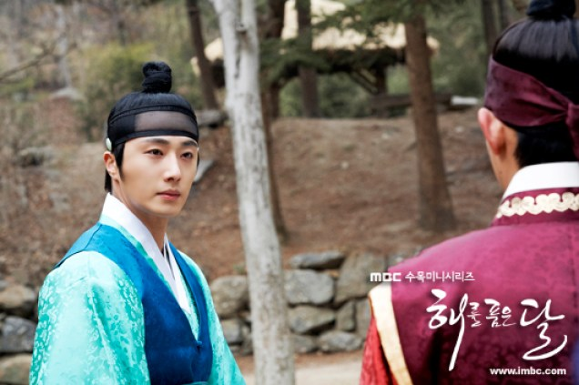 Jung II-woo in The Moon that Embraces the Sun BTS Episode 17 00006