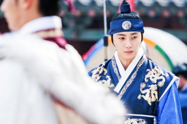 Jung II-woo in The Moon that Embraces the Sun Episode 20 BTS Filming Battle 00004