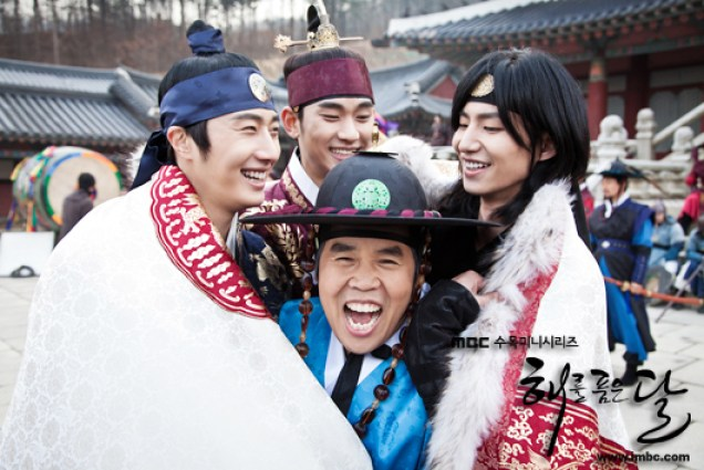 Jung II-woo in The Moon that Embraces the Sun Episode 20 BTS Last take flowers 00001