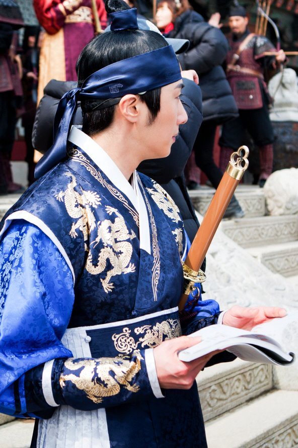 Jung II-woo in The Moon that Embraces the Sun Episode 20 BTS Medium 00004