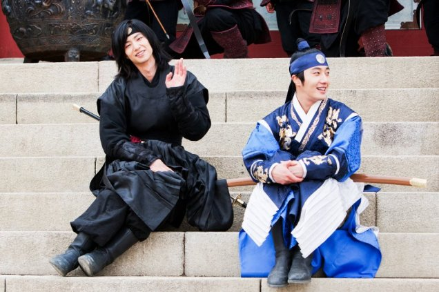 Jung II-woo in The Moon that Embraces the Sun Episode 20 BTS Woon-Yang Bros 00002