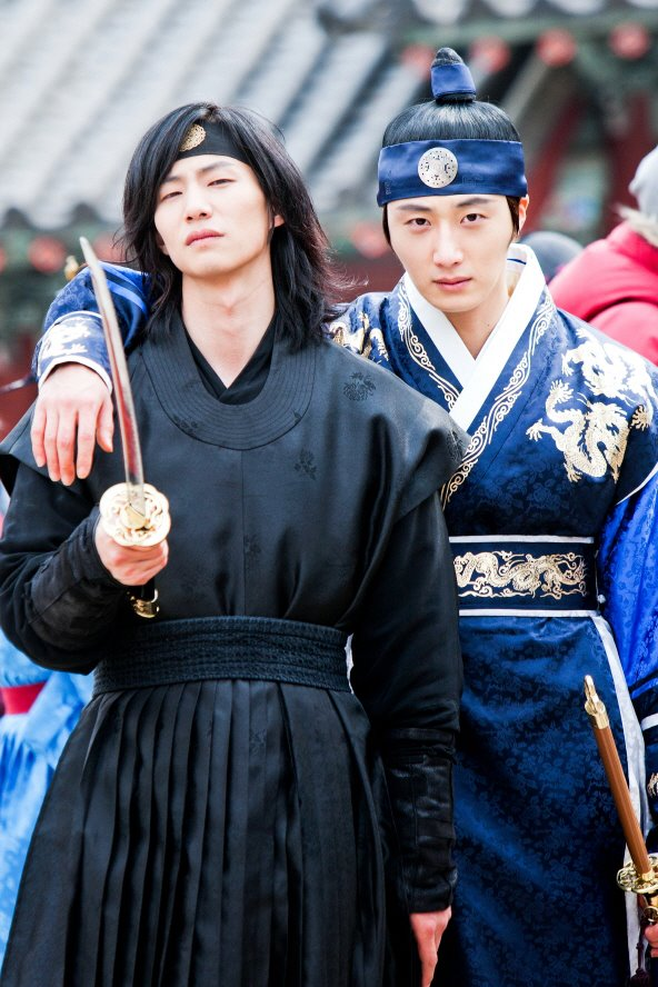 Jung II-woo in The Moon that Embraces the Sun Episode 20 BTS Woon-Yang Bros 00003