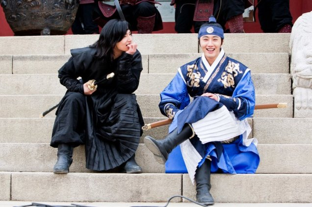 Jung II-woo in The Moon that Embraces the Sun Episode 20 BTS Woon-Yang Bros 00004