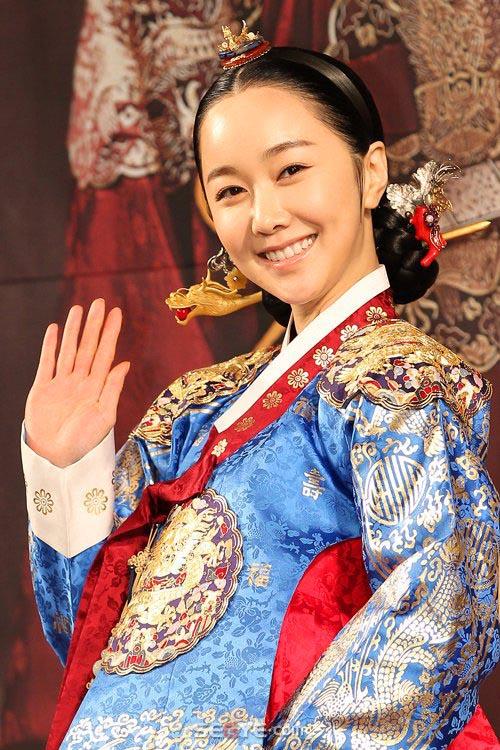 Kim Min-seo Moon.jpg