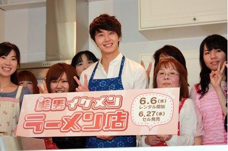 2012 3 JIW Jung II-woo in Japan Part 3 Flower Boy DVD Press 00023