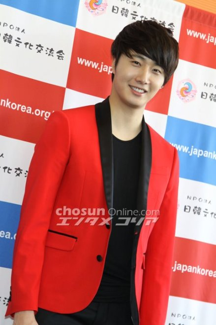 2012 4 10 Jung II-woo at Press Conference Japan00003
