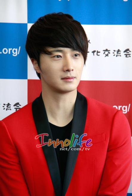 2012 4 10 Jung II-woo at Press Conference Japan00011