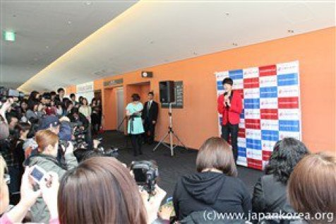 2012 4 10 Jung II-woo at Press Conference Japan00026