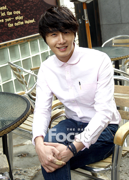 2012 Jung II-woo Cute in pink! 2012 00002
