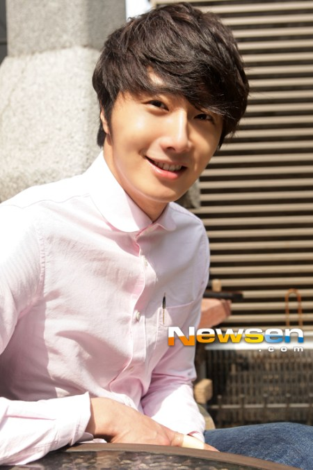 2012 Jung II-woo Cute in pink! 2012 00005