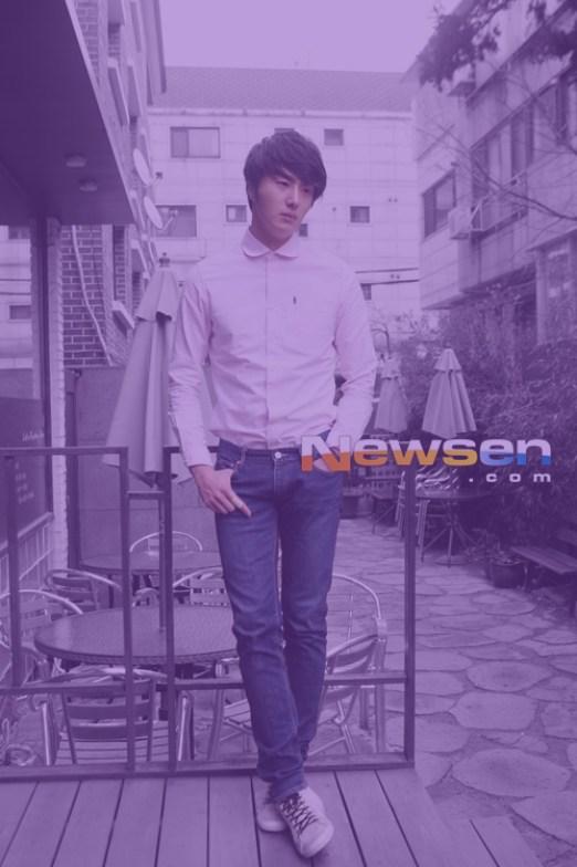 Jung II-woo in purple 7.jpg