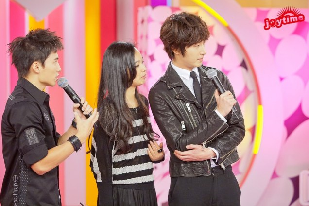 2012 10 23 Jung II-woo travels to Taiwan. 100% Entertainment Show Part 2 Show00007