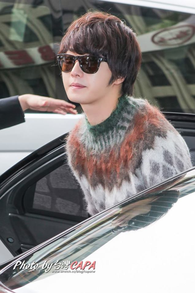 2012 10 23 Jung II-woo travels to Taiwan. Airport Arrival00003