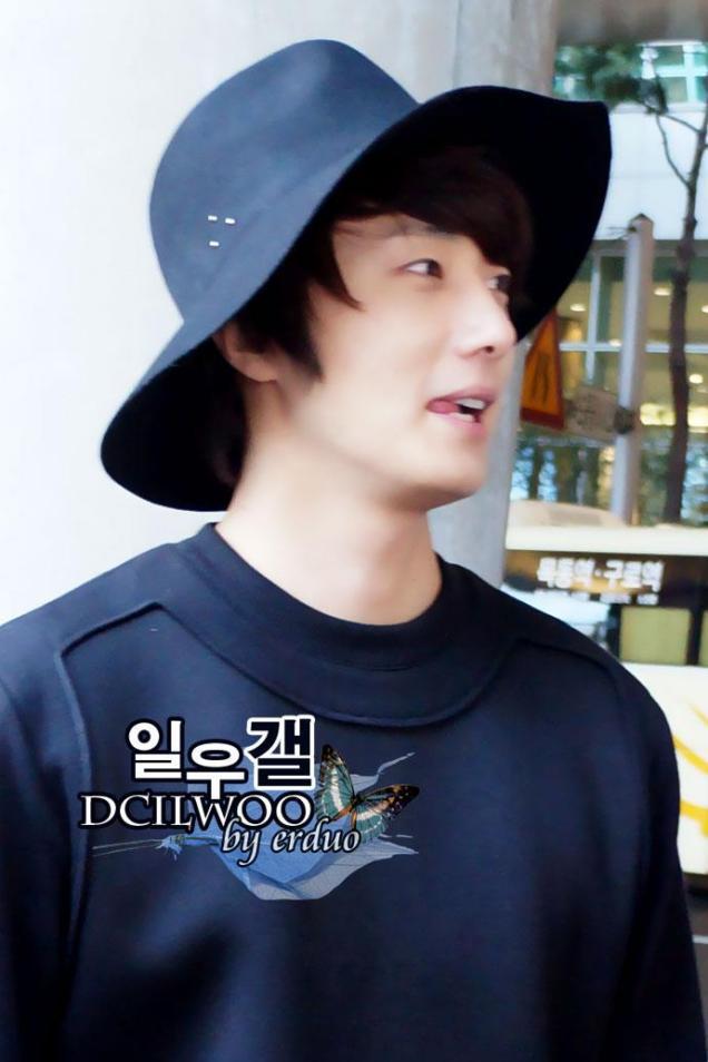 2012 10 23 Jung II-woo travels to Taiwan. Airport. Leaving Taiwan00004