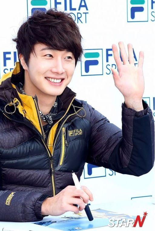 2012 11 3 Jung II-woo for FILA's Green Campaign00063