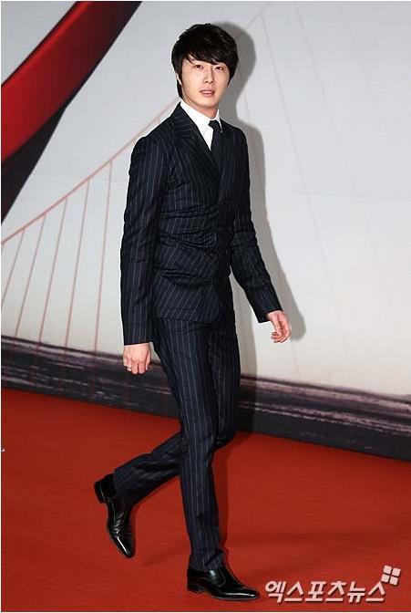2012 11 30 Jung II-woo at the MAMA Awards 00001