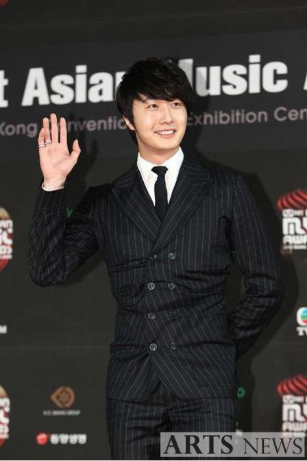 2012 11 30 Jung II-woo at the MAMA Awards 00003