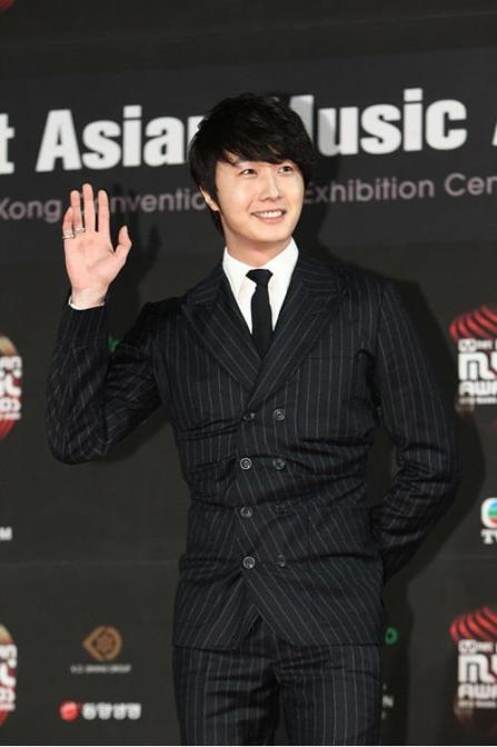 2012 11 30 Jung II-woo at the MAMA Awards 00005