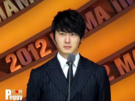 2012 11 30 Jung II-woo at the MAMA Awards 00009