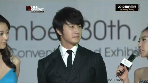 2012 11 30 Jung II-woo at the MAMA Awards Screen Caps00003