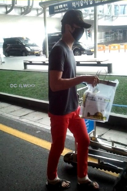 2012 5 20 Jung II-woo in Thailand (Personal Trip) At airport... 00004