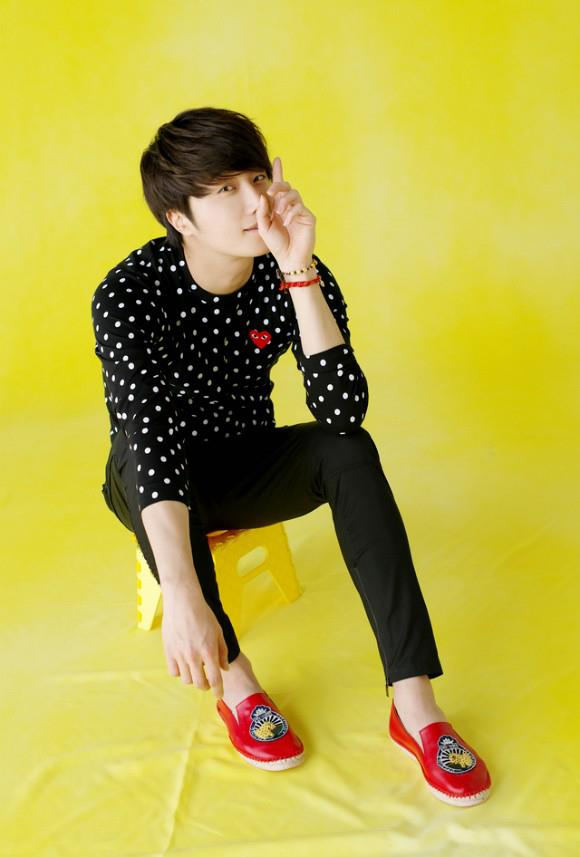 2012 5 29 Jung II-woo for KStyle Polka Dots Yellow Background 00008