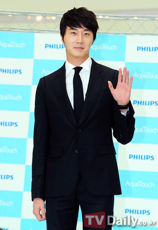 2012 5 Jung II-woo in Philip's Event for winning best skin among male college students 00035