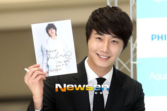 2012 5 Jung II-woo in Philip's Event for winning best skin among male college students 00037