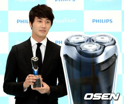 2012 5 Jung II-woo in Philip's Event for winning best skin among male college students 00063