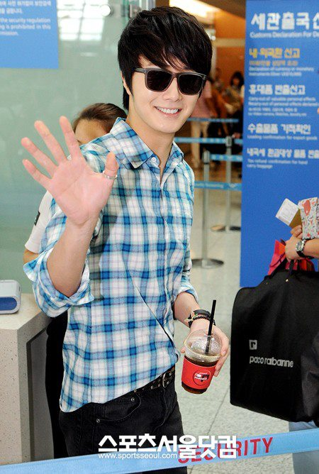 2012 7 3 Jung II-woo airport arrival to Beijing, China. 00003