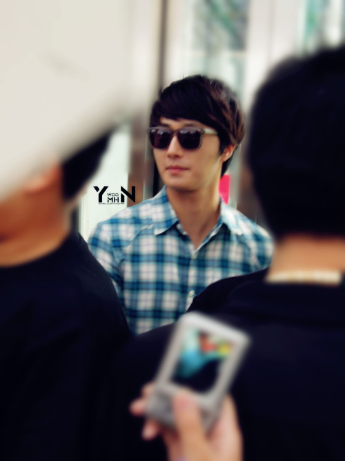 2012 7 3 Jung II-woo airport arrival to Beijing, China. 00015