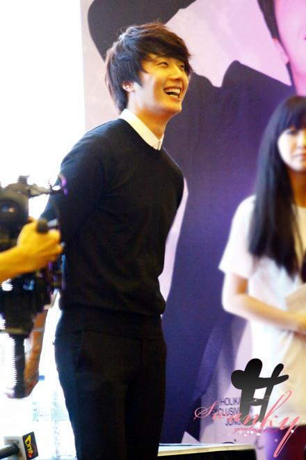 2012 9 23 Jung II-woo in Holika Holika's Fan Meet in Malaysia 00037