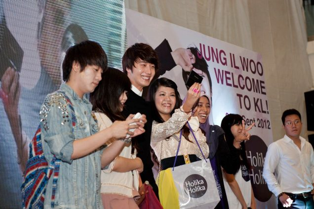 2012 9 23 Jung II-woo in Holika Holika's Fan Meet in Malaysia 00057
