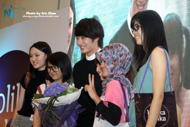 2012 9 23 Jung II-woo in Holika Holika's Fan Meet in Malaysia 00064